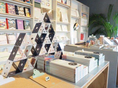 Decoraciones entre los objetos en Papier Tigre, Tokio, Japón