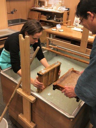 Elaboración de papel Washi, Tokio, Japón