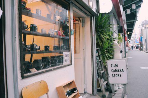Tienda de cámaras en el barrio de Koenji, Suginami, Tokio, Japón