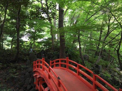 Puente de los jardines Koishikawa Koraku-en, Tokio, Japón