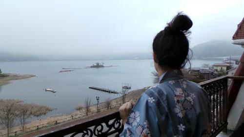 Vue de notre chambre à l'hôtel Lakeland Mizunosato sur le lac Kawaguchi