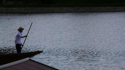 Conducteur de bateau sur la rivière Katsura
