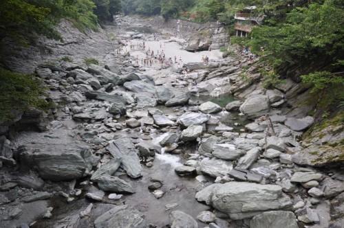 Baignade dans la rivière Iya sur l'île de shikoku au Japon