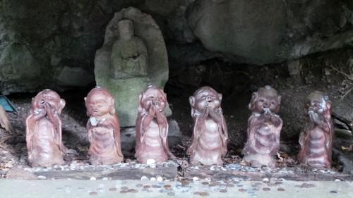Statuettes bouddhistes au temple Monjusenji, dans la péninsule de Kunisaki, préfecture d'Oita sur l'île de Kyushu