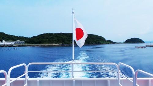 Drapeau du Japon flottant dans le ferry pour se rendre à Ainoshima