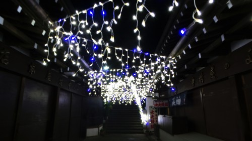Illuminations d'hiver de l'île d'Enoshima près de Tokyo, Japon.