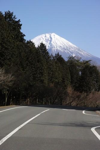 Conduire le long du mont Fuji, préfecture de Shizuoka, Japon.