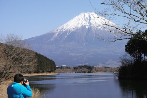 Fuji vu du lac Tanuki, dans la ville de Fujinomiya, Shizuoka, Japon.
