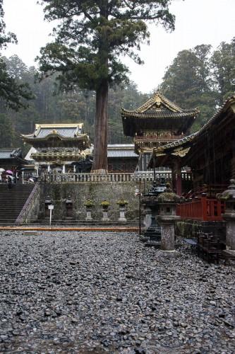 la première cour au sanctuaire Toshogu à Nikko