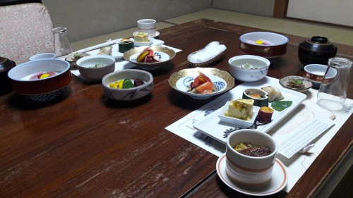 Iwamotorou Ryokan, le ryokan de plus de 700 ans à Enoshima avec le dîner traditionnel japonais