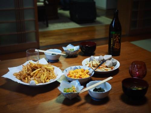 La ferme à Kofuji, sur l'ile de Kysuhu dans la préfecture d'Oita au Japon avec le dîner du soir