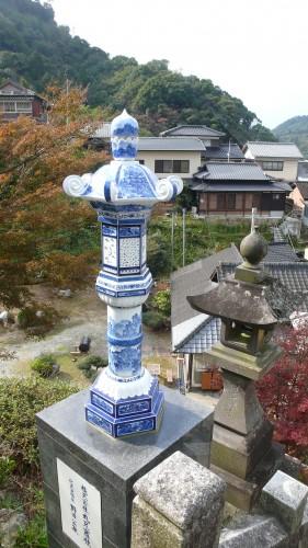 Le sanctuaire Tozan avec ses nombreux élémentsen porcelaine.