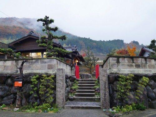 L'entrée de la minshuku Omeguri-an à Seiyo.