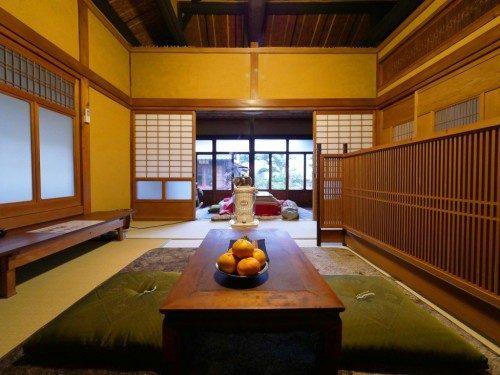 Chambre avec sol en tatami.