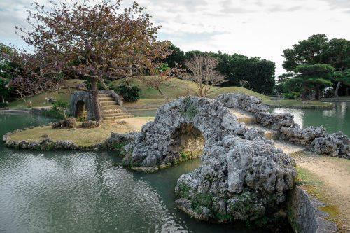 Jardin japonais Shikinaen à Naha dans la Préfecture d'Okinawa, Japon