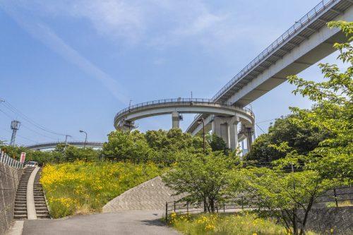 L'un des nombreux ponts sur la Shimanami Kaido, dans la région de Setouchi au Japon