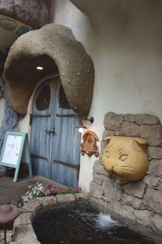 Devanture d'un bar à chat dans le quartier de Kichijoji à Tokyo, Japon