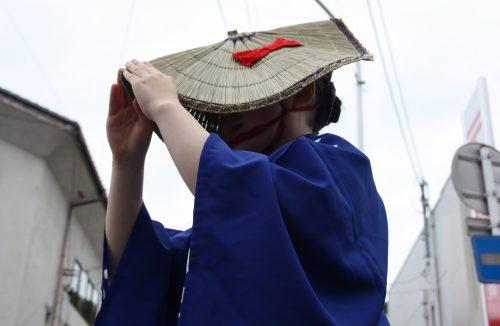 Danseuse au festival d'Hamochi sur l'île de Sado, dans la Préfecture de Niigata, Japon