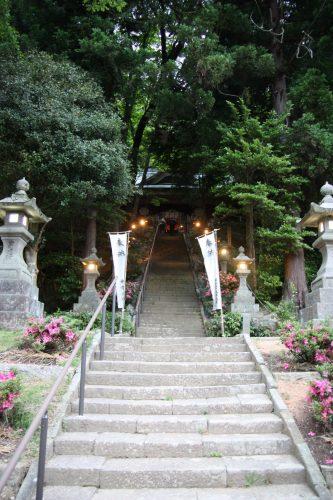 Les marches du sanctuaire Kusakari accueillant une scène de théâtre Nô à Hamochi, sur l'île de Sado au Japon