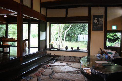 L'accueil du ryokan Hananoki Inn sur l'île de Sado, dans la Préfecture de Niigata, Japon