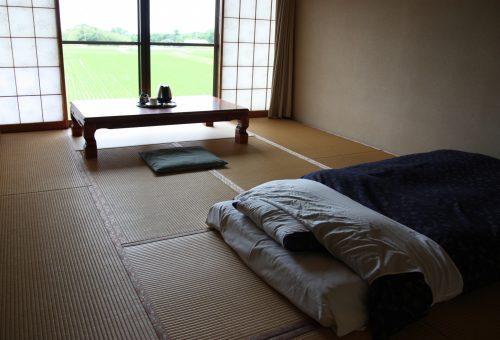 Chambre du ryokan Hananoki Inn sur l'île de Sado, dans la Préfecture de Niigata, Japon