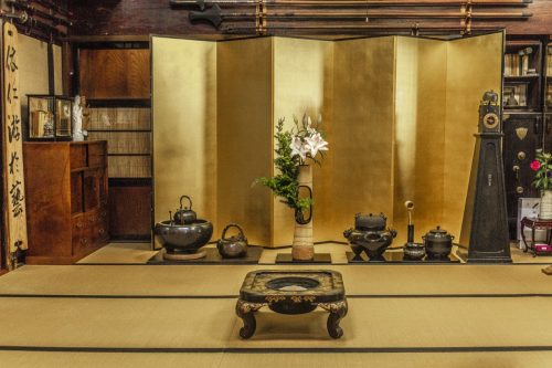 Décoration dans un salon de thé traditionnel de la ville de Murakami près de Niigata, Japon
