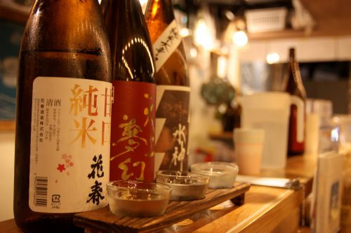 Saké servi au Bar Yokocho Akasaka, Tokyo, Japon