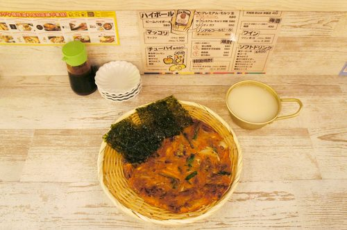 Chijimi et alcool de riz au Karasuma Bar Yokocho, Kyoto, Japon
