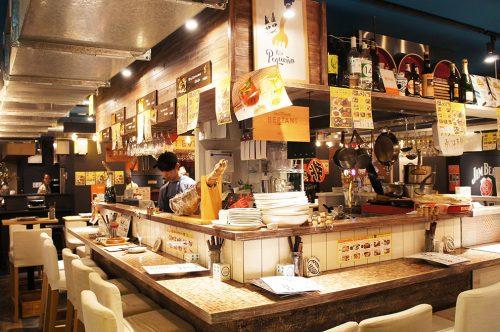 Restaurant de spécialités espagnoles au Karasuma Bar Yokocho, Kyoto, Japon