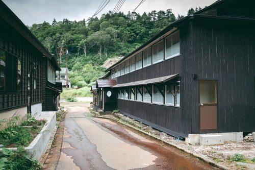 La ville thermale de Doroyu Onsen près de Yuzawa, préfecture d'Akita, Japon