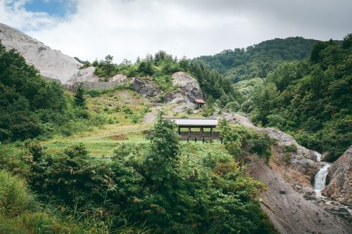 Randonnée dans les montagnes de Yuzawa, préfecture d'Akita, Japon