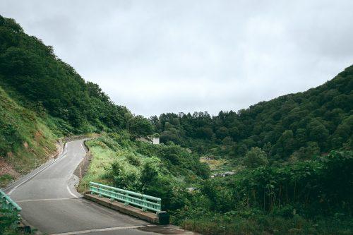 Les montagnes aux alentours de Yuzawa, préfecture d'Akita, Japon
