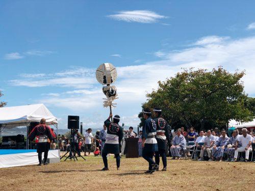 Interprétation de Kiyari lors du festival d'ouverture de la coupe du monde de voile à Enoshima, près de Tokyo, Japon