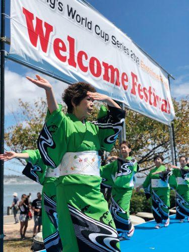 Danse ondo au festival d'ouverture de la coupe du monde de voile à Enoshima, près de Tokyo, Japon