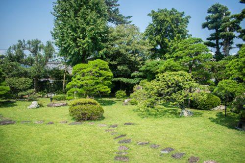 Maison traditionnelle et son jardin japonais à Usuki, préfecture d'Oita, Japon
