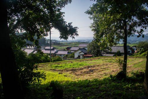 Vue sur la campagne japonaise dans une ferme près de la ville d'Usuki, préfecture d'Oita, Japon