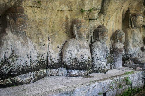 Bouddhas de pierre à Usuki, préfecture d'Oita, Japon