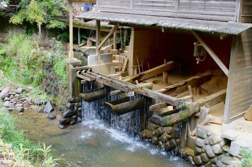 Outils de potiers dans le village de Onta dans la préfecture d'Oita, Kyushu, Japon