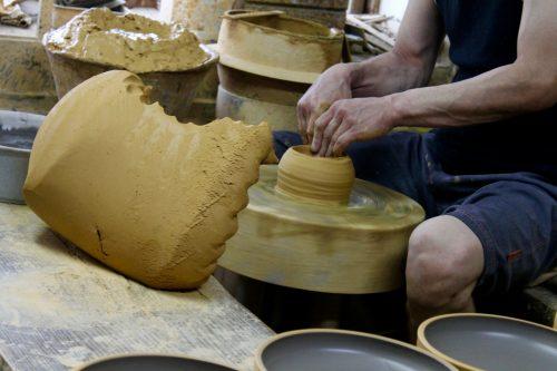Potier du village de Onta dans la préfecture d'Oita, Kyushu, Japon