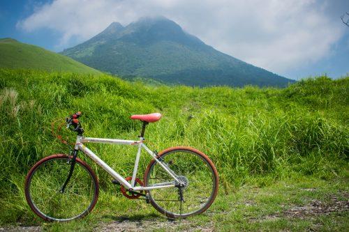 Randonnée à vélo depuis le Mont Yufudake près de Yufuin, préfecture d'Oita, Japon