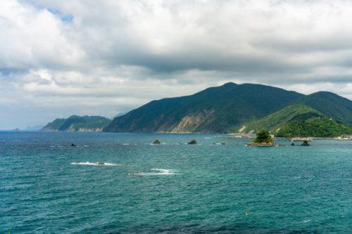 Vue sur les montagnes depuis Takahama, préfecture de Fukui, Japon