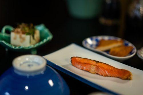 Petit-déjeuner au Minshuku Warakuso à Takahama, Préfecture de Fukui, Japon
