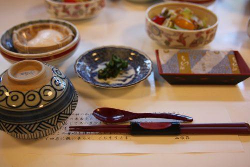 Petit-déjeuner au shukubo Sanrakuso au pied du Mt Daisen, préfecture de Tottori, Japon