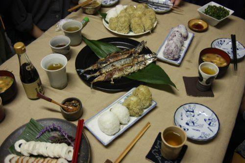 Repas dans l'atelier d'une artiste de Yumihama-gasuri, à Yonago, préfecture de Tottori, Japon