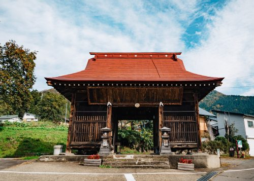 Porte Niou-mon, village de Kosuge, près d'Iiyama, préfecture de Nagano, Japon