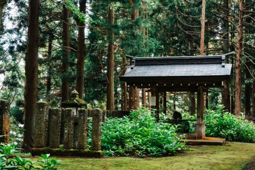 Satosha Honden, village de Kosuge, près d'Iiyama, préfecture de Nagano, Japon