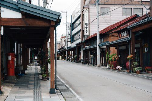 Rue des autels bouddhistes, village de Kosuge, près d'Iiyama, préfecture de Nagano, Japon