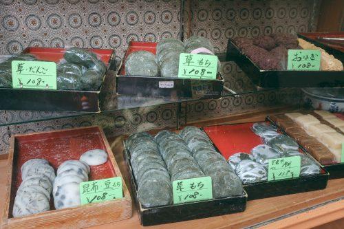 Spécialités culinaires dans le vieux quartier de Takaoka, Uchikawa, baie de Toyama, Japon