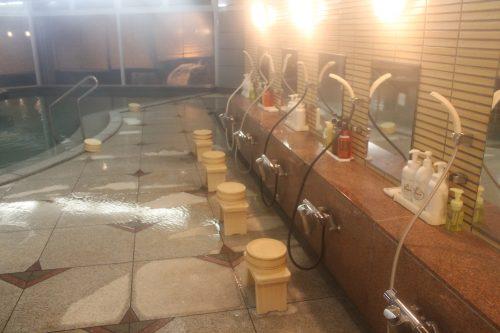 Douches et bains chauds à Kaminoyama Onsen, Tohoku, préfecture de Yamagata, Japon