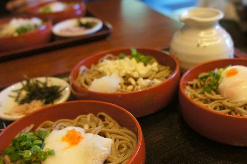 Plat de sanshoku warigosoba à déguster près du grand sanctuaire d'Izumo, région du San'in, préfecture de Shimane, Japon